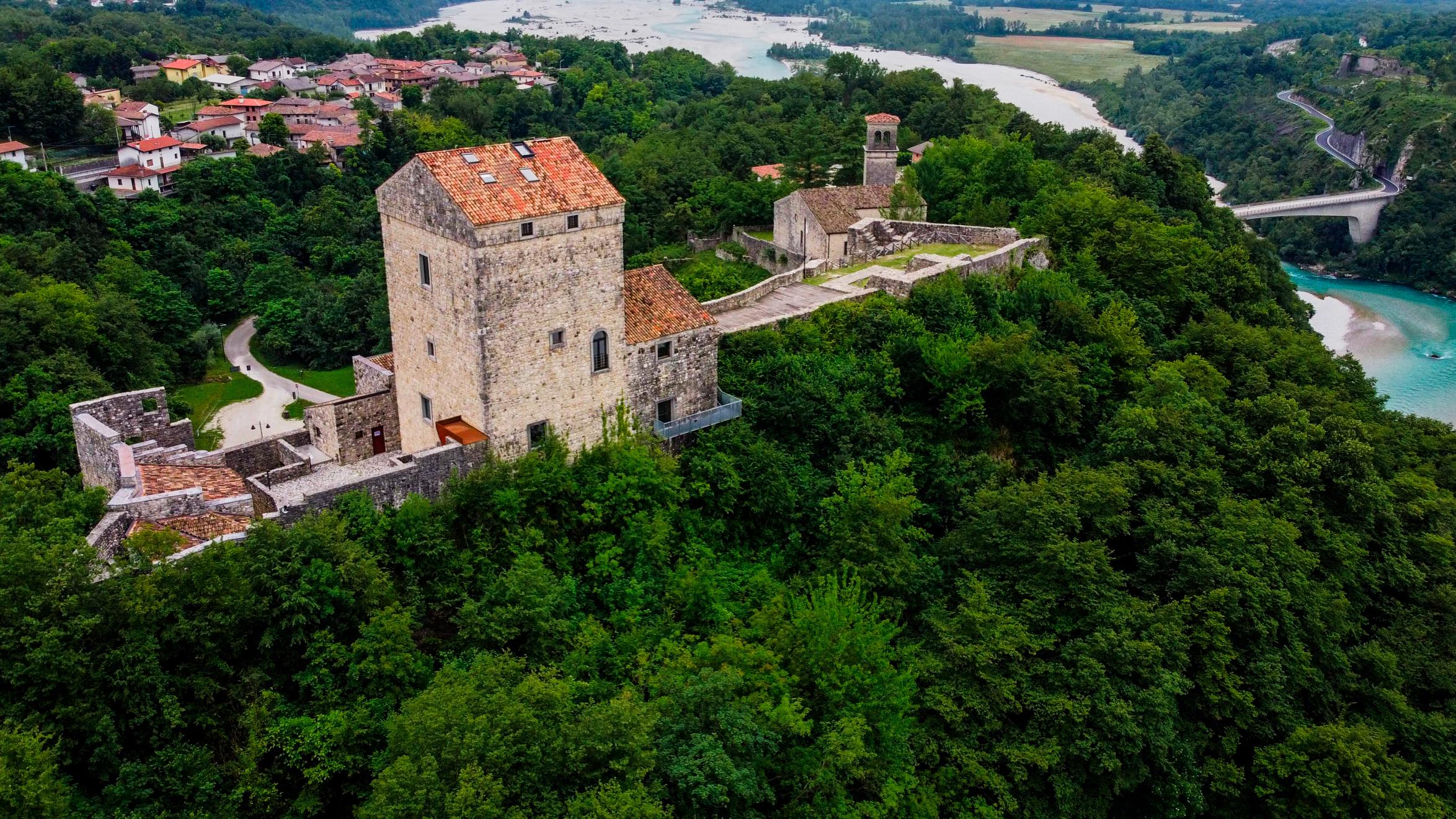 Castello di Ragogna visto dall'alto