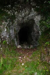 Grotte lungo il sentiero