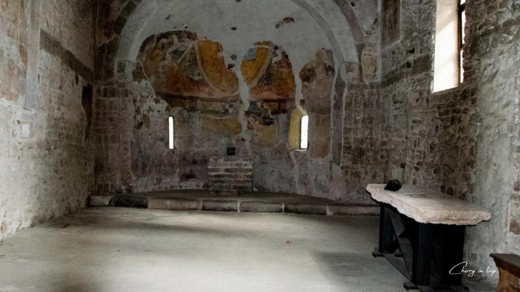 Chiesa romanica interno - Fiera Primiero