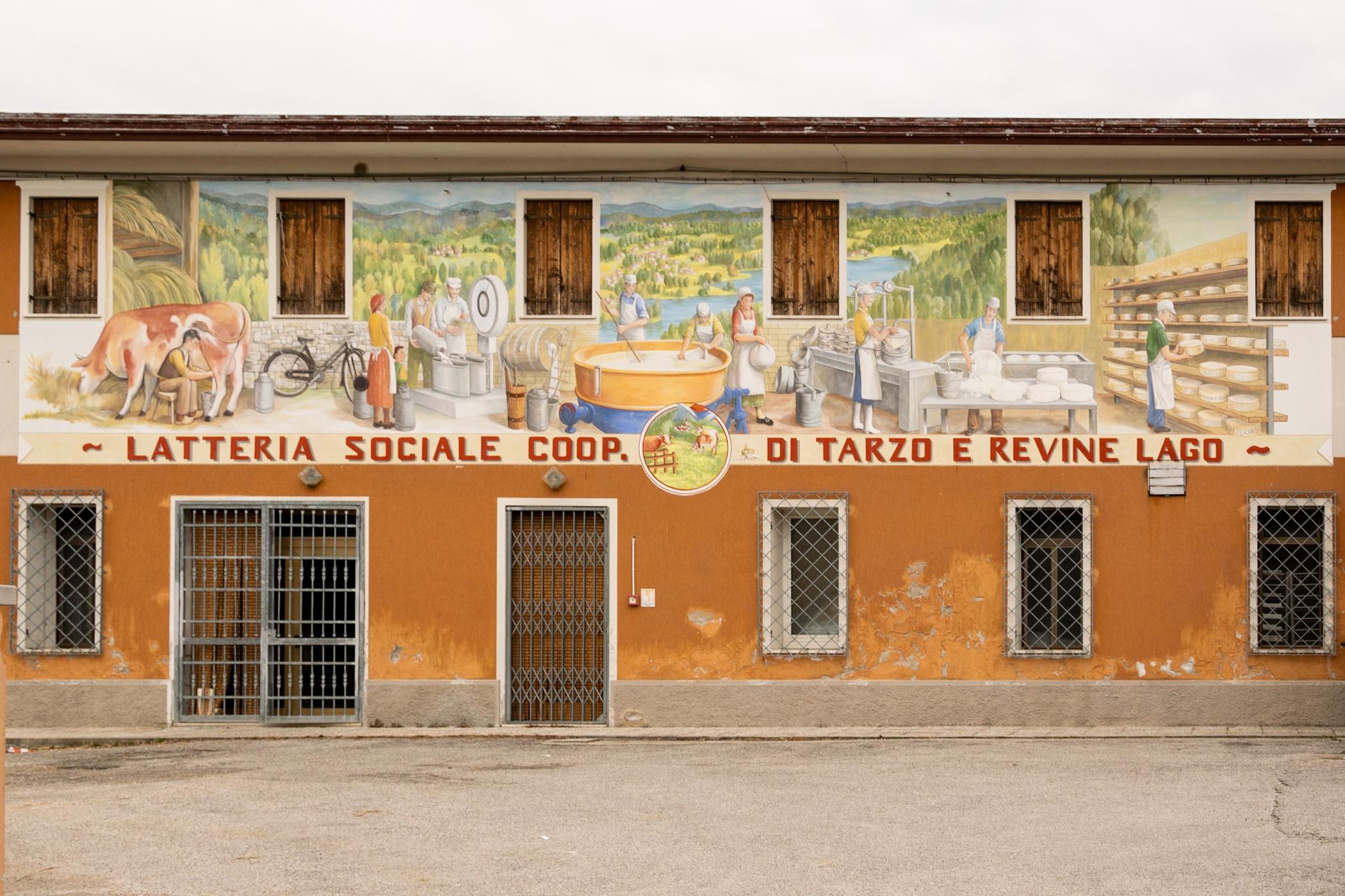 Murales di Colmaggiore: dal latte al formaggio