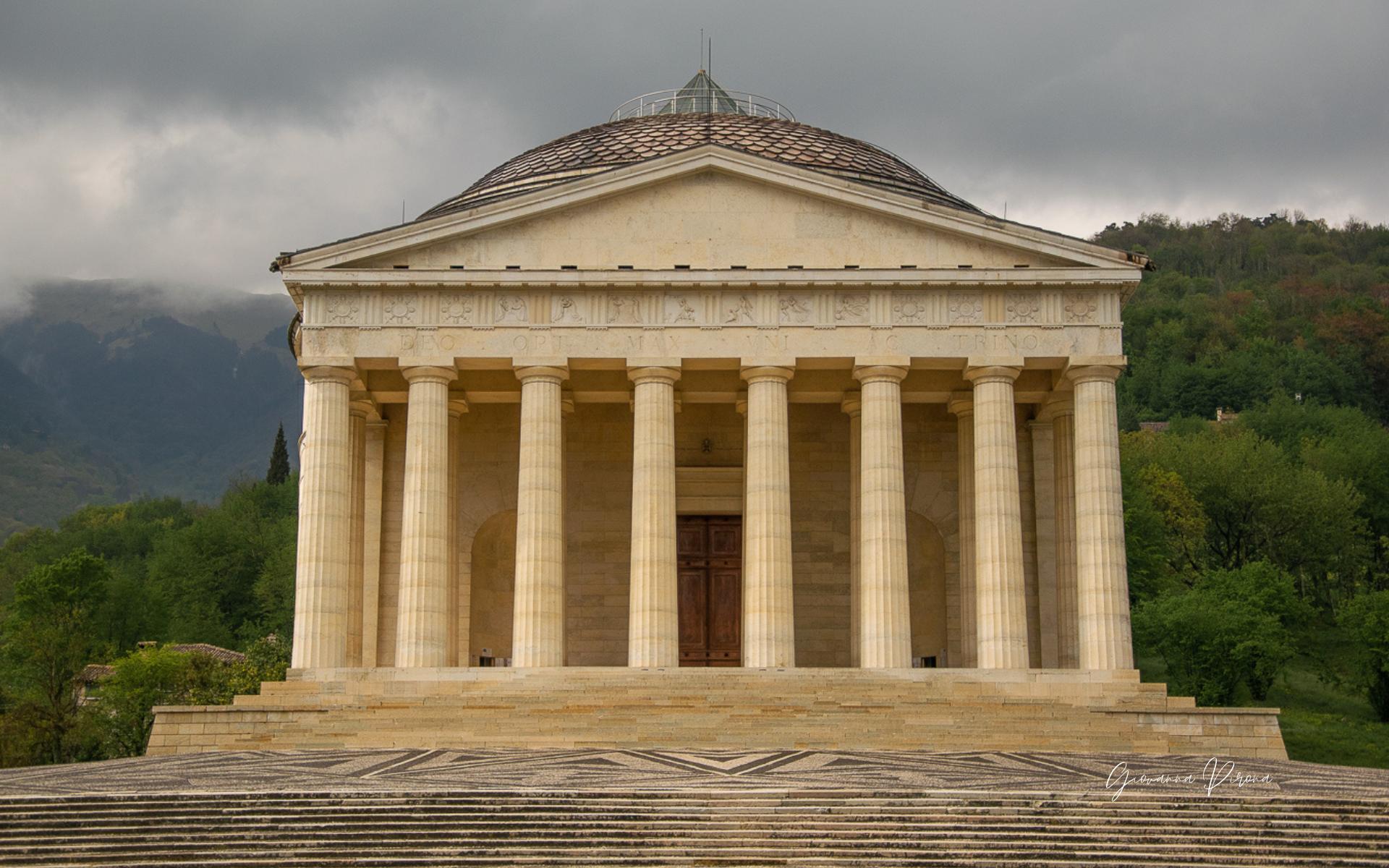 Tempio di Canova - cosa vedere all'esterno