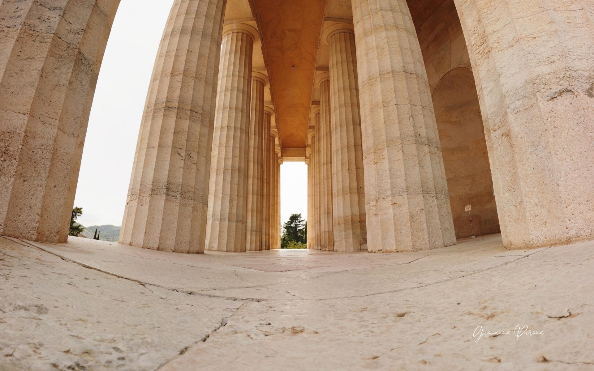 Colonne doriche del Tempio di Canova a Possagno (TV)